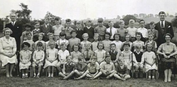 Manor Park School circa 1957/58 - Seated left: Headmistress Miss Venables - Seated right: Miss Foster.